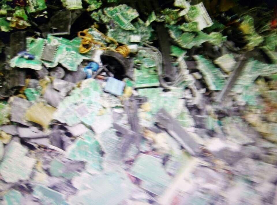 废电路板原料破碎工艺粉碎回收环保设备